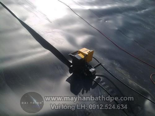 Máy hàn nhựa demtech vm20a thi công hàn bạt HDPE chống thấm ao tôm