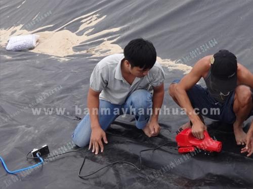 Máy hàn bạt nhựa RFT501 thi công hàn bạt HDPE ao tôm